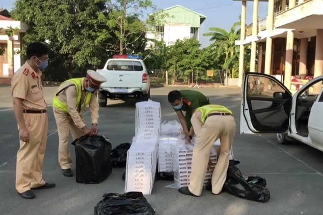 Thu giữ gần 5.000 bao thuốc lá lậu trên cao tốc TP.HCM - Trung Lương